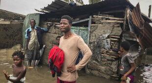 Zniszczenia w Mozambiku po przejściu cyklonu Eloise (PAP/EPA/ANDRE CATUEIRA/JOSE JECO)
