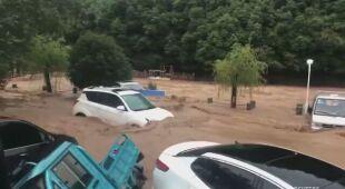Nurt wody w Chinach był tak wartki, że porywał samochody