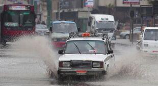 Deszcz zalał ulice Egiptu